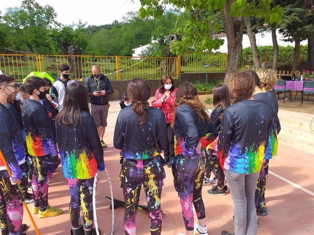 Villalba conoce el proyecto de innovación 'Adercirco' que se apoya en un espectáculo circense.