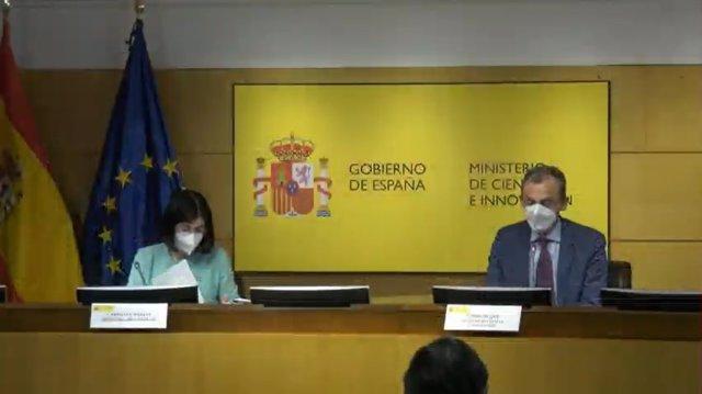 La ministra de Sanidad, Carolina Darias, y el ministro de Ciencia e Innovación, Pedro Duque, en la rueda de prensa para presentar las partes del Plan de Recuperación Transformación y Resiliencia de la UE que les corresponden a sus respectivos ministerios