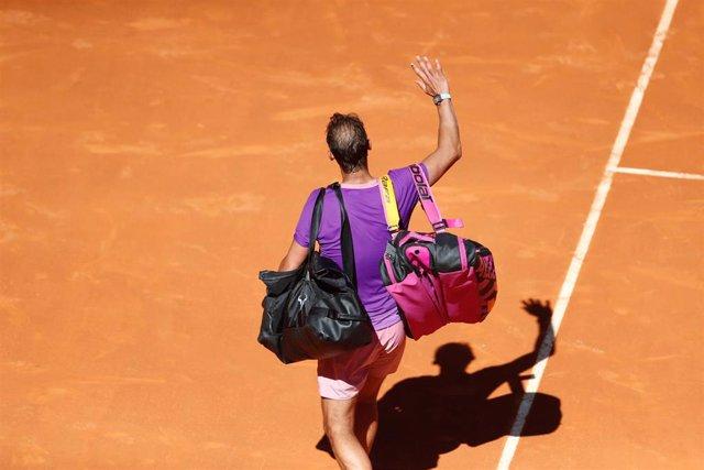 Rafael Nadal se despide de la pista Manolo Santana tras caer en cuartos del Mutua Madrid Open 2021