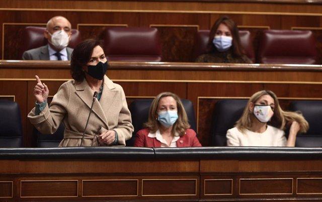 La vicepresidenta del Gobierno, Carmen Calvo, interviene en una sesión de control al Gobierno
