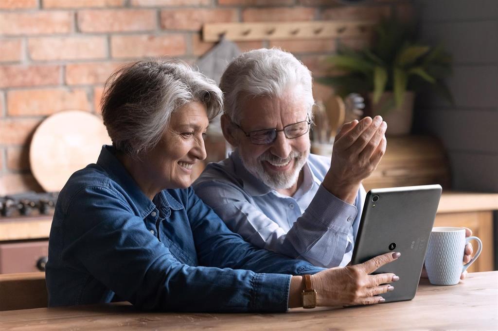 Uno de cada tres españoles mayores de 60 años ha superado su miedo a la tecnología en el último año por la pandemia