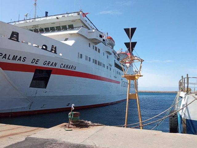 El ferry 'Las Palmas de Gran Canaria' atracado en el Puerto de Almería