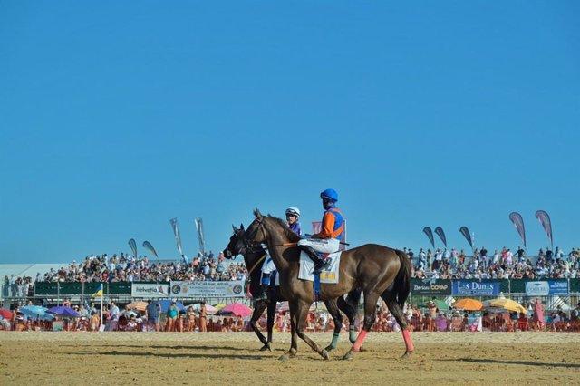 Foto de archivo de las carreras de caballos de Sanlúcar de Barrameda (Cádiz).