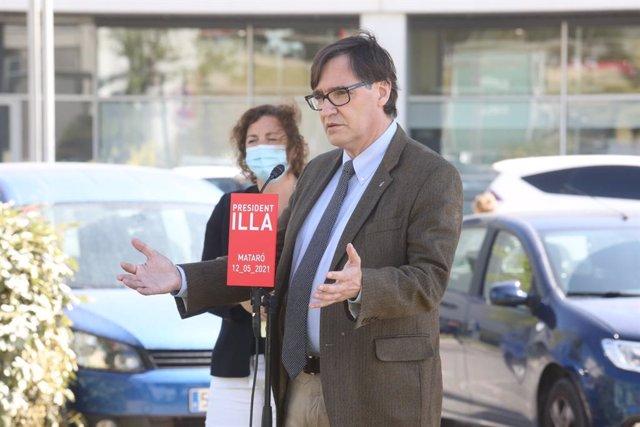 El líder del PSC al Parlament, Salvador Illa, en una roda de premsa a Mataró (Barcelona) al costat de la portaveu del PSC-Units, Alícia Romero.