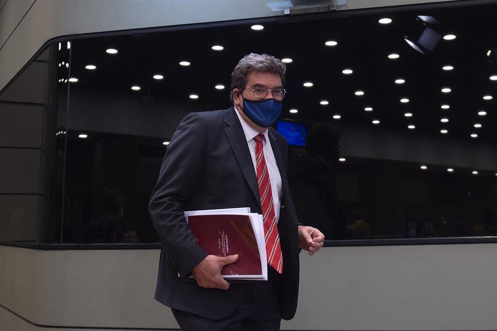 El Gobierno propone una cuota de autónomos de entre 90 y 1.220 euros mensuales en nueve años