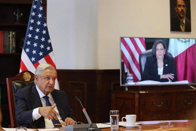 El presidente de México, Andrés Manuel López Obrador, durante su reunión virtual con la vicepresidenta de Estados Unidos, Kamala Harris.