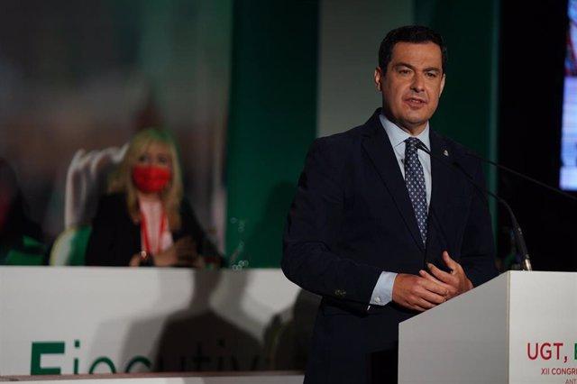 El presidente de la Junta, Juanma Moreno, durante su intervención en el  XII Congreso de UGT Andalucía, celebrado en el municipio malagueño de Antequera