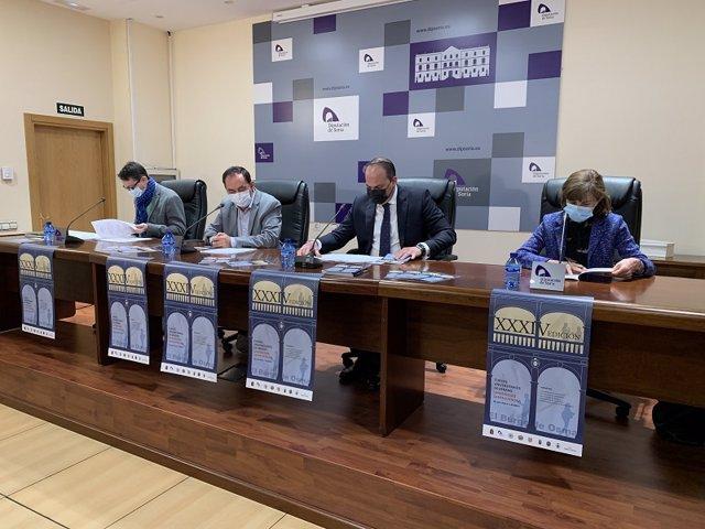 De izda a dcha, Gómez, Serrano, Cobo y Cerrillo presentan los XXXIV Cursos Universitarios de Santa Catalina.