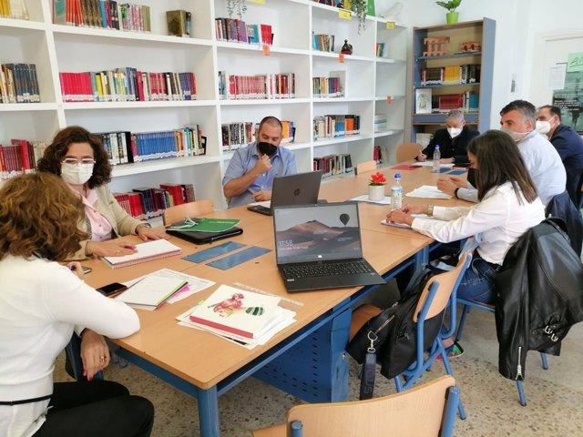 Reunión de Eslava con responsables de centros educativos de La Algaba