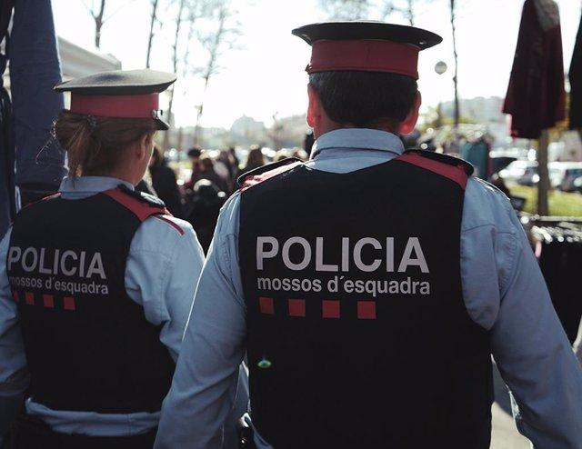 Archivo - Arxiu - Dos mossos d'esquadra.