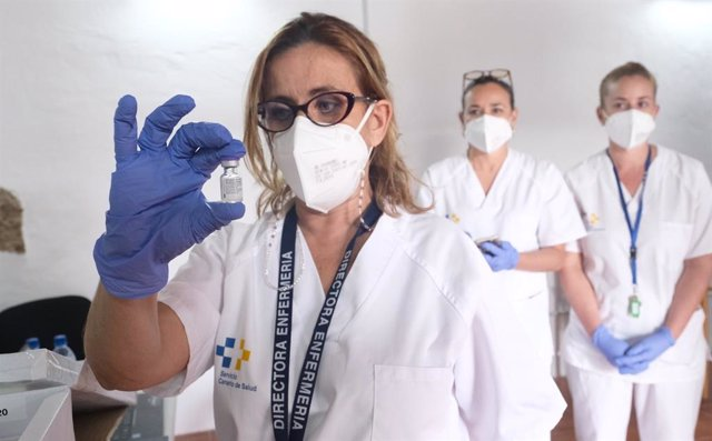 Enfermera con la vacuna contra la COVID-19