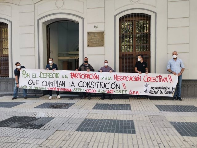 Los representantes sindicales en la sede del Defensor del Pueblo