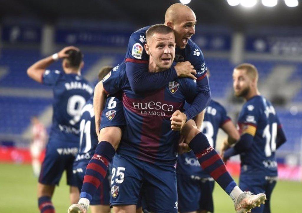 El Huesca sale del descenso y el Getafe se acerca