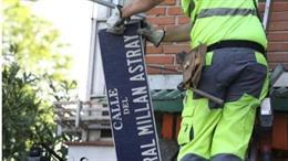 Archivo - Retirada de la placa a la calle dedicada al general Millán Astray