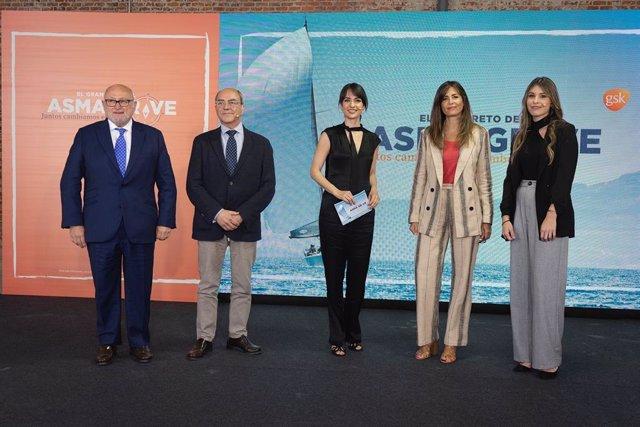 Los doctores Antonio Valero y Eusebi Chiner, junto a Esther Vaquero, Nuria Roca y  Julia González