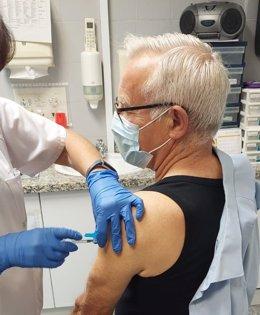 Joan Ribó rep la seua vacuna