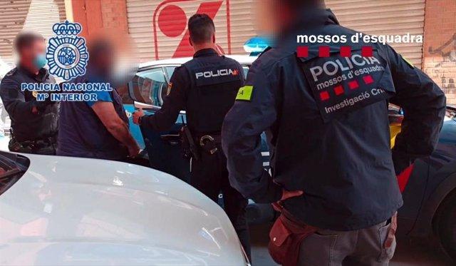 Imatge d'una de les detencions dels Mossos d'Esquadra amb la Policia Nacional.