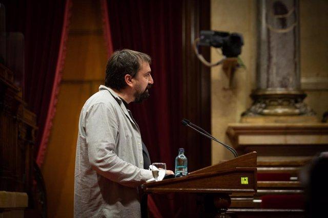 Arxiu - El diputat de la CUP Dani Cornellà en el ple del Parlament del 13 de maig.