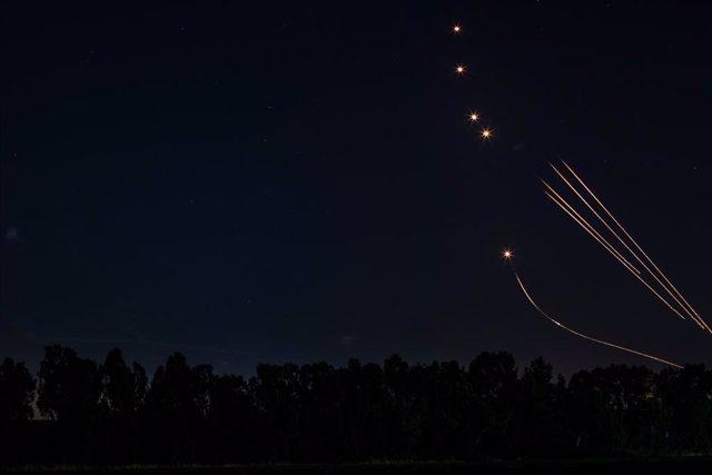El sistema Cúpula de Ferro incercepta coets sobre Israel.