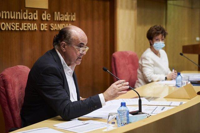 El viceconsejero de Salud Pública y Plan Covid-19 en funciones de la Comunidad de Madrid, Antonio Zapatero, y la directora general de Salud Pública, Elena Andradas