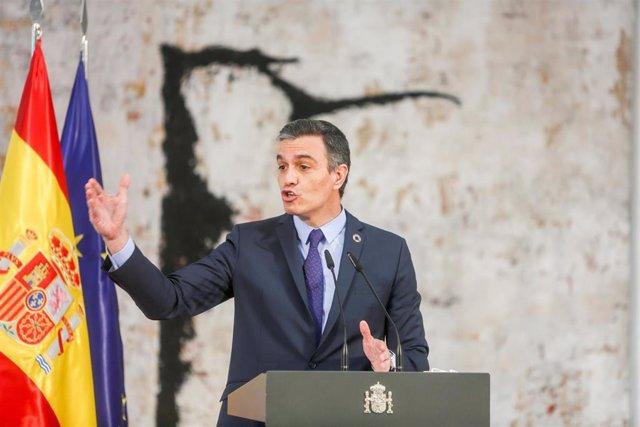 El presidente del Gobierno, Pedro Sánchez interviene durante un acto en La Moncloa con motivo de la reforma del artículo 49 de la Constitución, a 13 de mayo de 2021, en Madrid (España). El complejo de la Moncloa acoge este acto con motivo de la aprobación