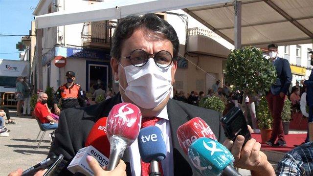 El vicepresidente segundo y consejero de Sanidad y Servicios Sociales de la Junta de Extremadura, José María Vergeles, en declaraciones a los medios de comunicación