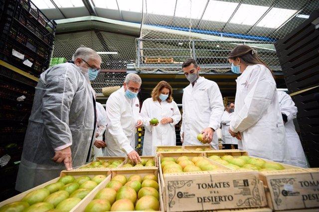 La consejera de Agricultura, Carmen Crespo, visita las instalaciones de Grupo Caparrós