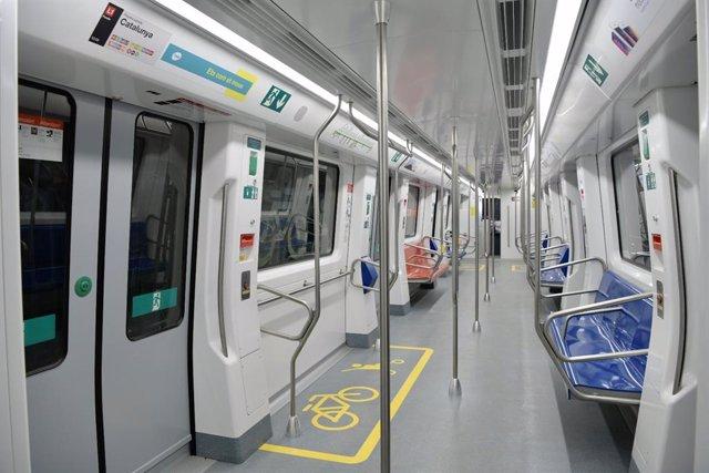 Arxiu - Interior d'un comboi de TMB.