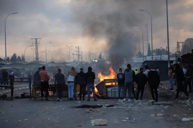Protestas en Yenín (Cisjordania) contra los bombardeos israelíes en la Franja de Gaza