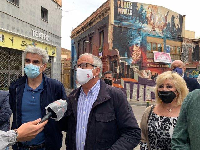 Declaracions del líder del PP a Barcelona, Josep Bou, davant de Can Vies, al districte de Sants-Montjuïc.