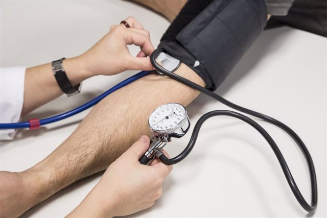 Archivo - Hipertensión, tensión arterial, tensiómetro
