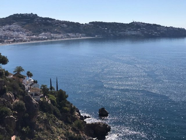Archivo -    La Herradura (Almuñécar), en la costa de Granada, recuerda este viernes el 456 aniversario del Naufragio de la Armada Española en la bahía herradureña, durante el reinado de Felipe II, que afectó a 25 galeras y costó la vida a unas 5.000 pers