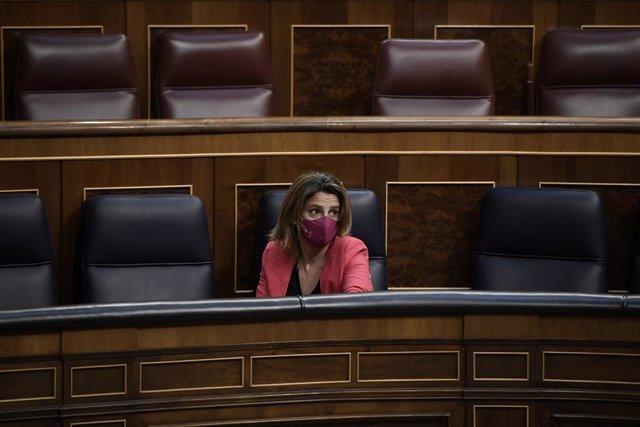 La vicepresidenta i ministra per a la Transició Ecològica i el Repte Demogràfic, Teresa Ribera, en una sessió plenària en el Congrés dels Diputats, a 13 de maig de 2021, a Madrid, (Espanya).
