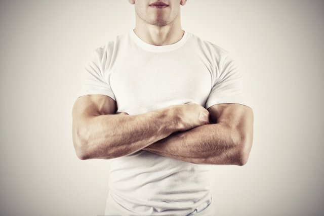 Archivo - Muscular Man with Arms Folded. Testosterona, hombre