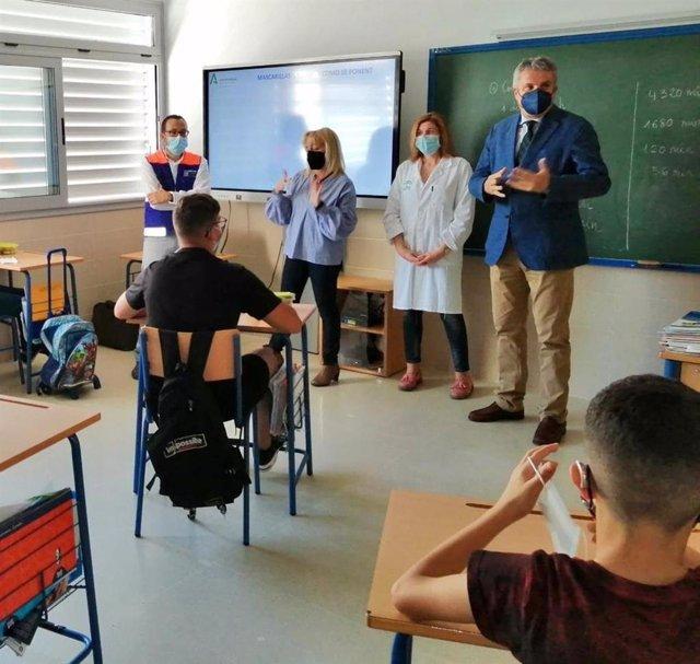 El delegado de Salud en Almería visita el CEEE Rosa Relaño