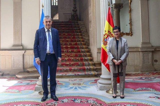 La ministra d'Afers exteriors, UE i Cooperació, Arancha González Laya, rep al Comissionat General de l'Agència de Nacions Unides per a la població refugiada de Palestina a Orient Pròxim, Philippe Lazzarini