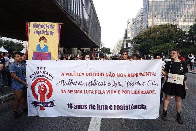 Manifestación contra la violencia ejercida contra las mujeres y la comunidad LGTBI en Brasil