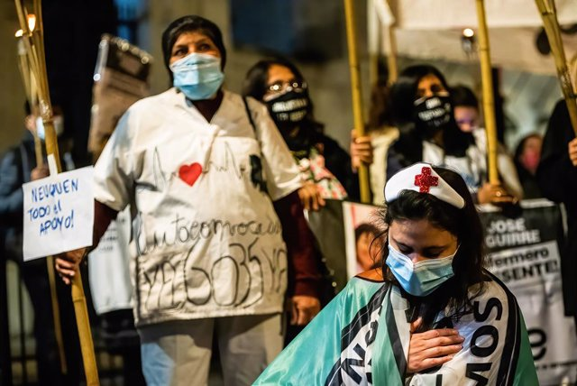 12 May 2021, Argentina, Buenos Aires: Nurses take part in a protest in front of the National Congress demanding better working conditions and remembering their colleagues who died from coronavirus (Covid-19), on the International Nurses' Day. Photo: Alejo