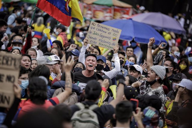 12 May 2021, Colombia, Bogota: Demonstrators shout slogans during a protest against the government of Colombian President Ivan Duque Marquez. Photo: Álvaro Tavera/colprensa/dpa