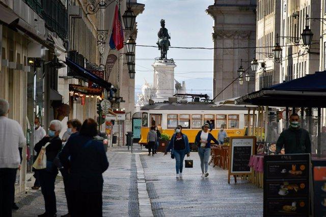 Una de las calles del distrito de Baixa, en Lisboa, Portugal