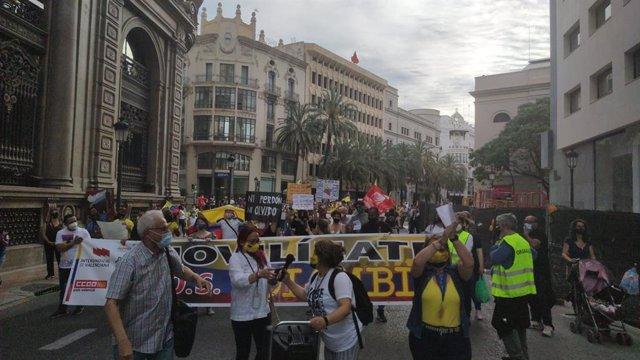 Manifestación en València para denunciar la situación de Colombia