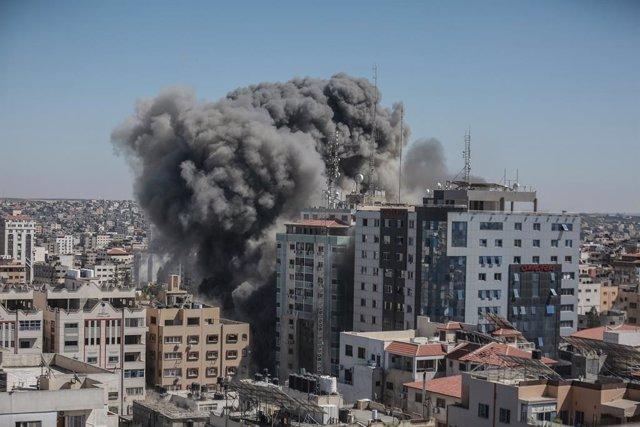 Bombardeo de la Torre Al Yalaa, sede de la delegación de AP y Al Yazira en Ciudad de Gaza