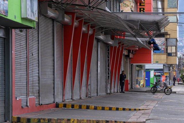 Tiendas cerradas en Bogotá ante la subida de casos de coronavirus