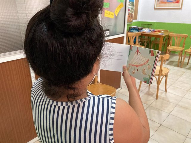 Archivo - Un total de 189 menores de Huelva se encuentran en casas de acogida.