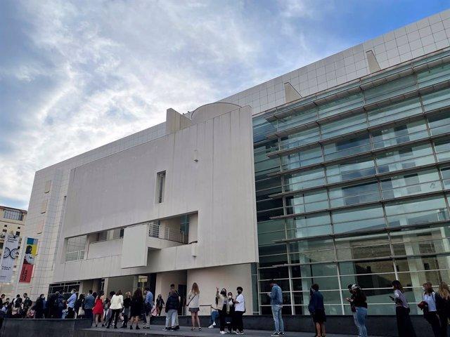 Cua al Macba durant la Nit dels Museus de Barcelona