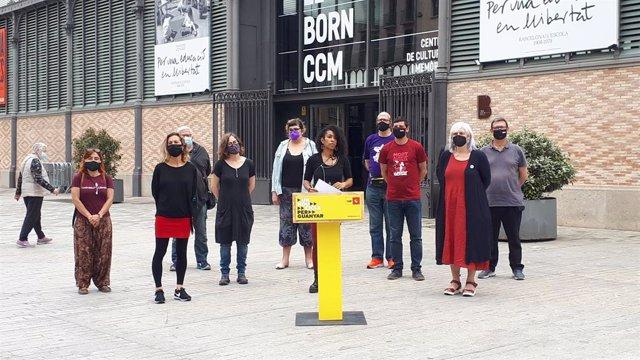 Diputats i membres de la CUP en roda de premsa davant del Born de Barcelona