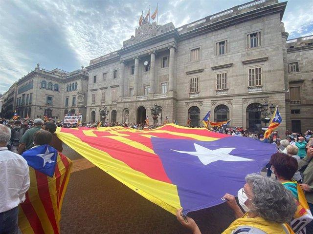 Unas 1.200 personas se concentran en Barcelona llamadas por la ANC