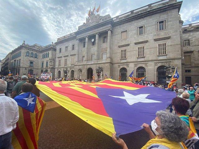 Unes 1.200 persones es concentren a Barcelona convocades per l'ANC
