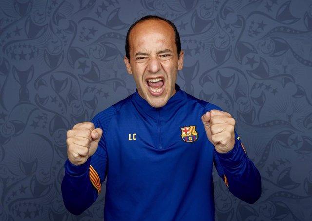 El entrenador del Barça Femení, Lluís Cortés, posa para UEFA antes de la final de la Liga de Campeones femenina 2021