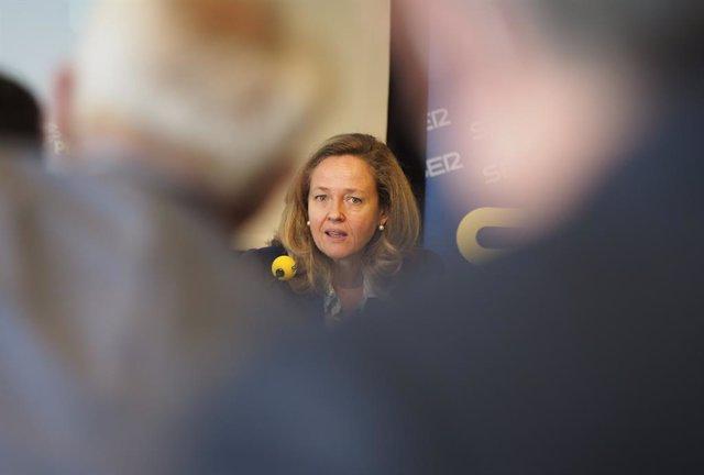 La vicepresidenta segona i ministra d'Afers Econòmics i Transformació Digital, Nadia Calviño, aquest dilluns a Pamplona en el Foro Ser Navarra.